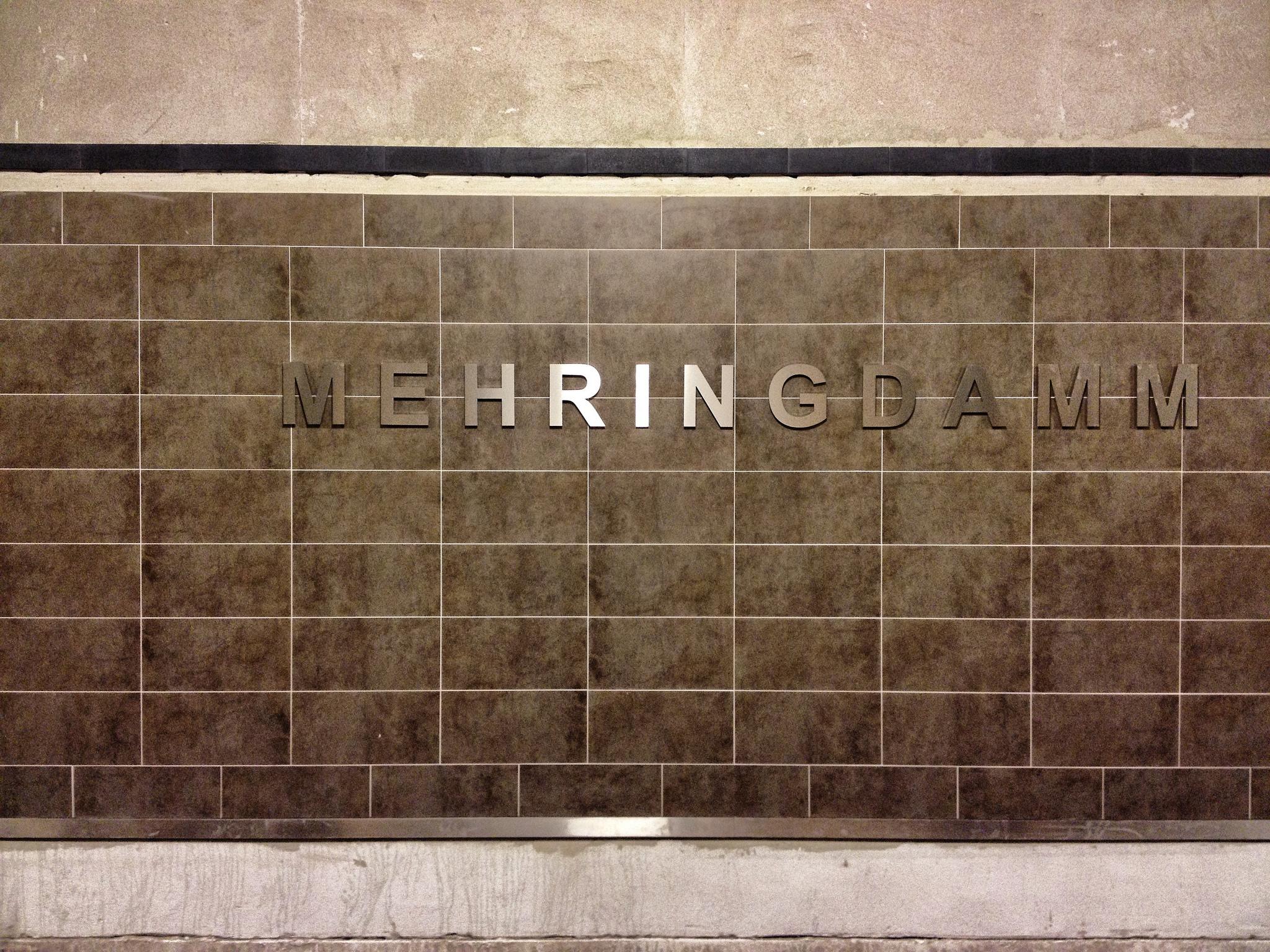 U-Bhf Mehringdamm (U6/U7) by BEROLINO